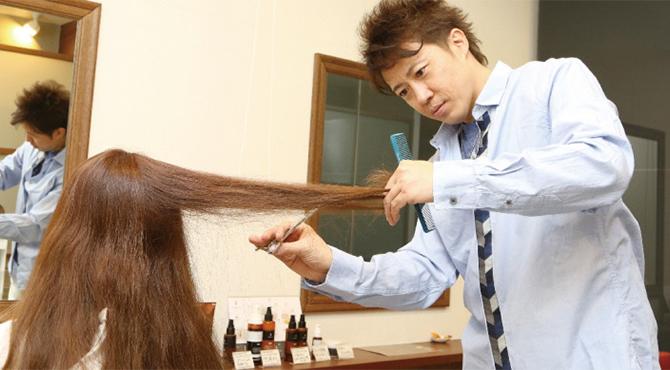独自の髪質再生システムによる高単価サロン。 全席個室によるプライベートな空間の演出。